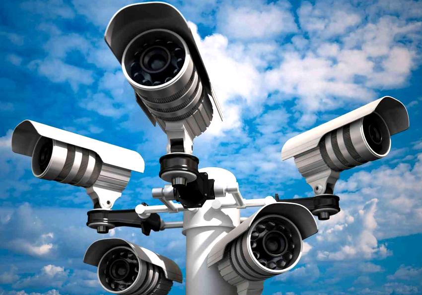 Видеокамеры бывают цилиндрического, купольного, корпусного, кубического, поворотного и модульного типа