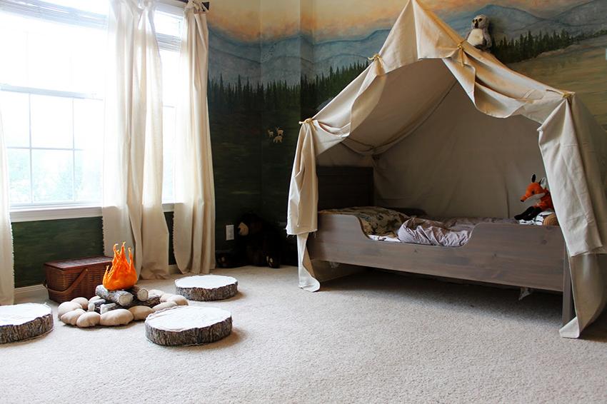 Балдахин в детской можно стилизовать под концепцию комнаты