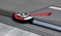 Канализационный трап монтируется согласно инструкции - на пол укладывается теплоизоляция, гидроизоляция, цементная стяжка и напольная плитка
