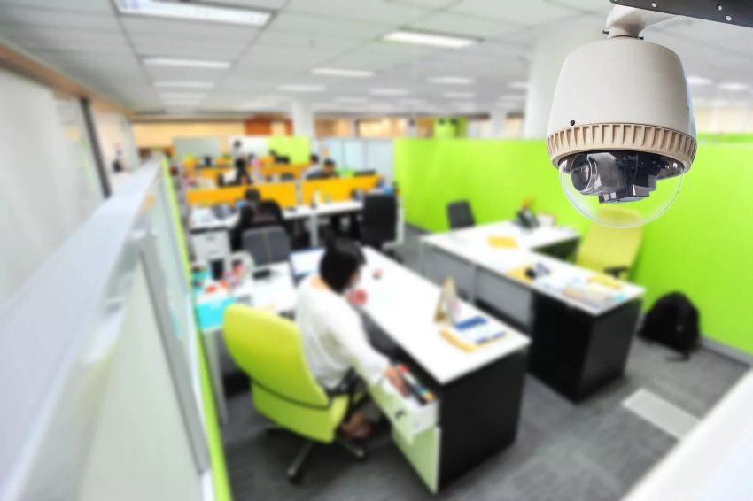 Скрытые камеры устанавливают в офисах для осуществления тайного постоянного контроля над персоналом
