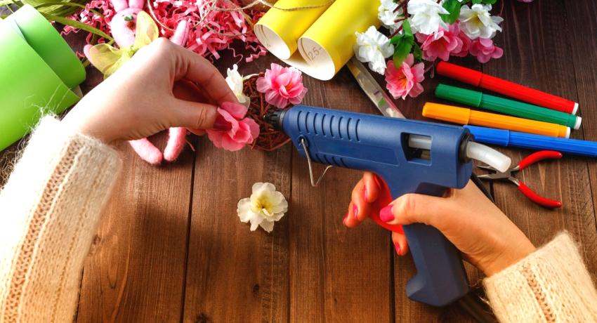 Клеевой пистолет: какой лучше инструмент выбрать