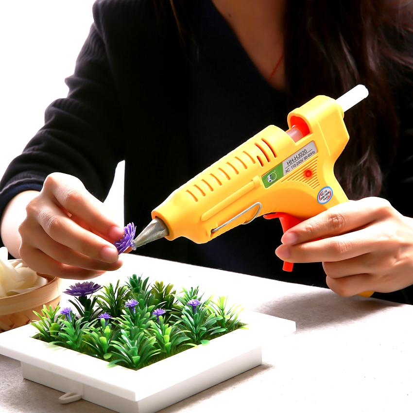 Соединение, выполненное с помощью клеевого пистолета, получается очень надёжным