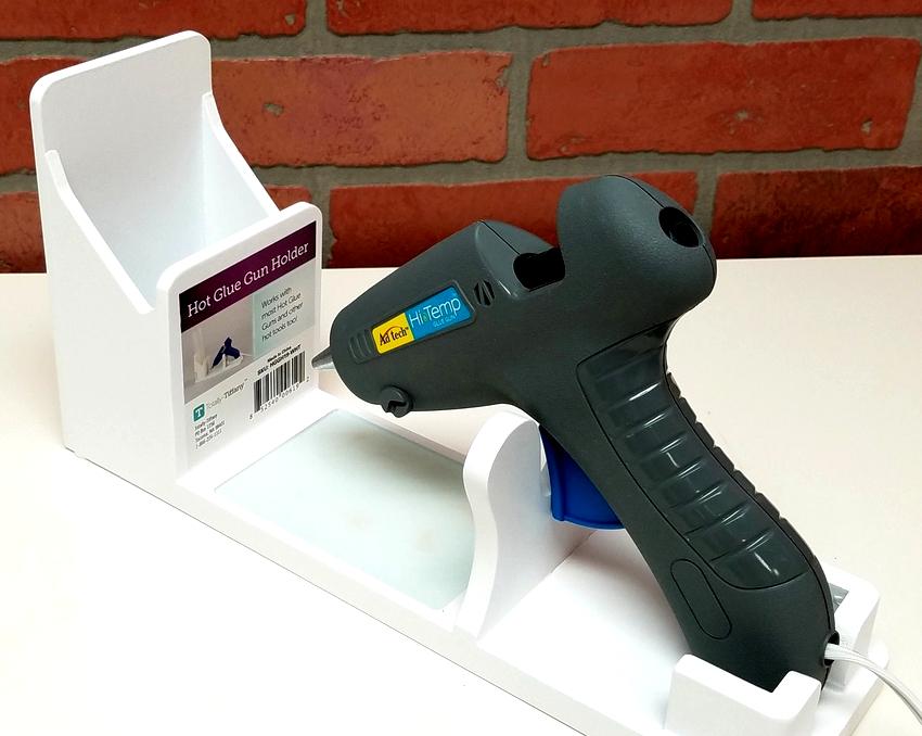 Мощность термоклеевого пистолета является основным параметром при выборе изделия, чем она выше, тем быстрее плавится клей