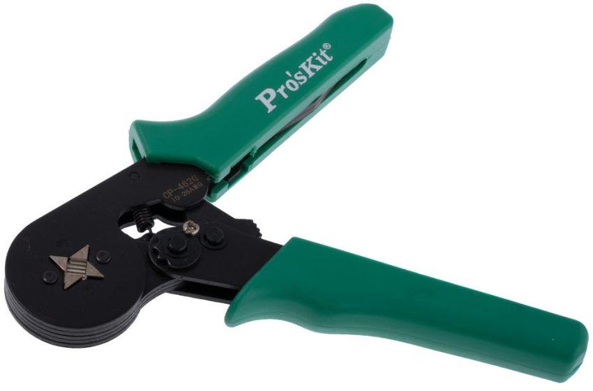 Типичный кримпер для опрессовки имеет удобные пластиковые рукоятки и стальные корпус и губки