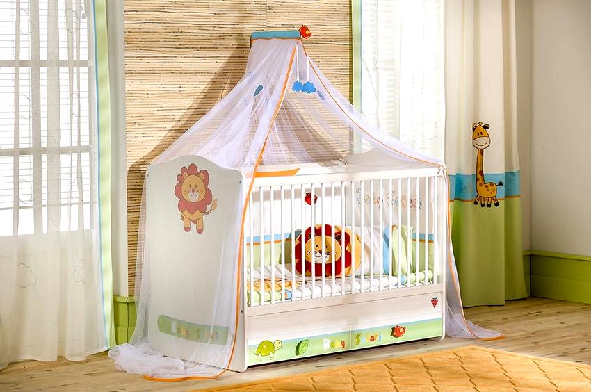 Балдахин в детской комнате не только позволяет создать оригинальный дизайн, но и оградить ребенка от солнца, мух и комаров