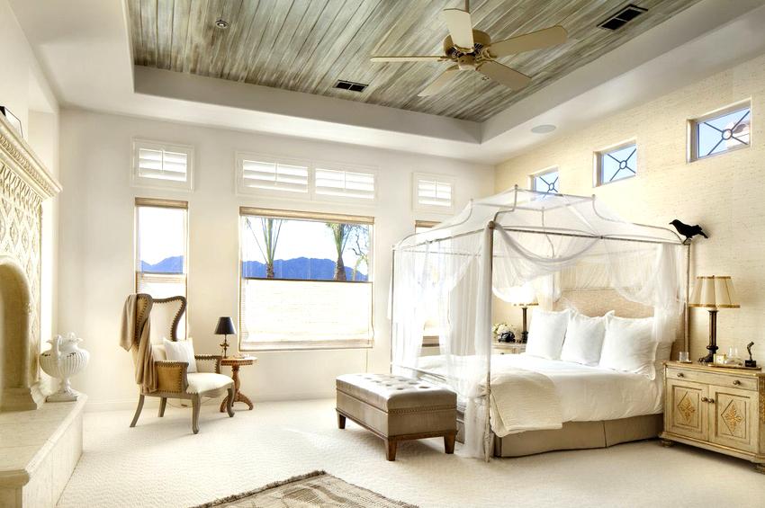 Ткань для балдахина желательно подбирать учитывая дизайн таких элементов оформления как плед, подушки, коврик