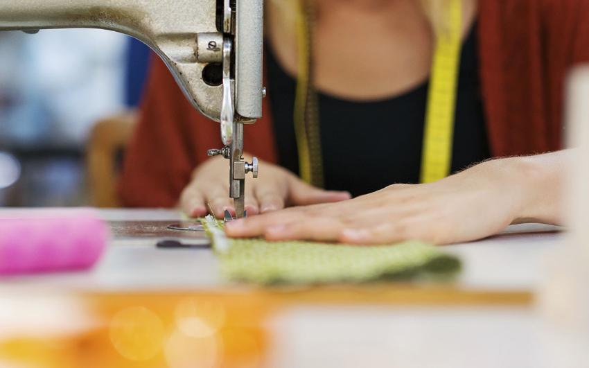 Если есть навыки использования швейной машинки, то с изготовлением балдахина можно справиться самостоятельно
