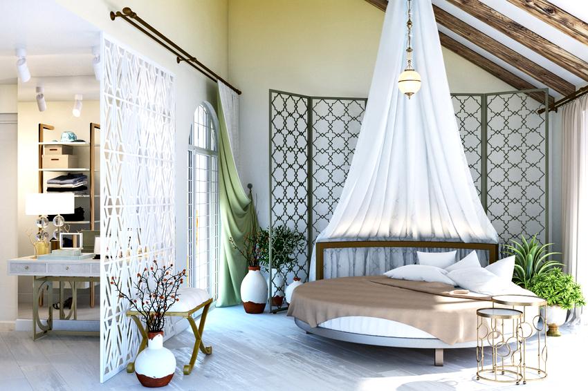 Балдахин смонтированный над круглой кроватью смотрится очень интересно и оригинально