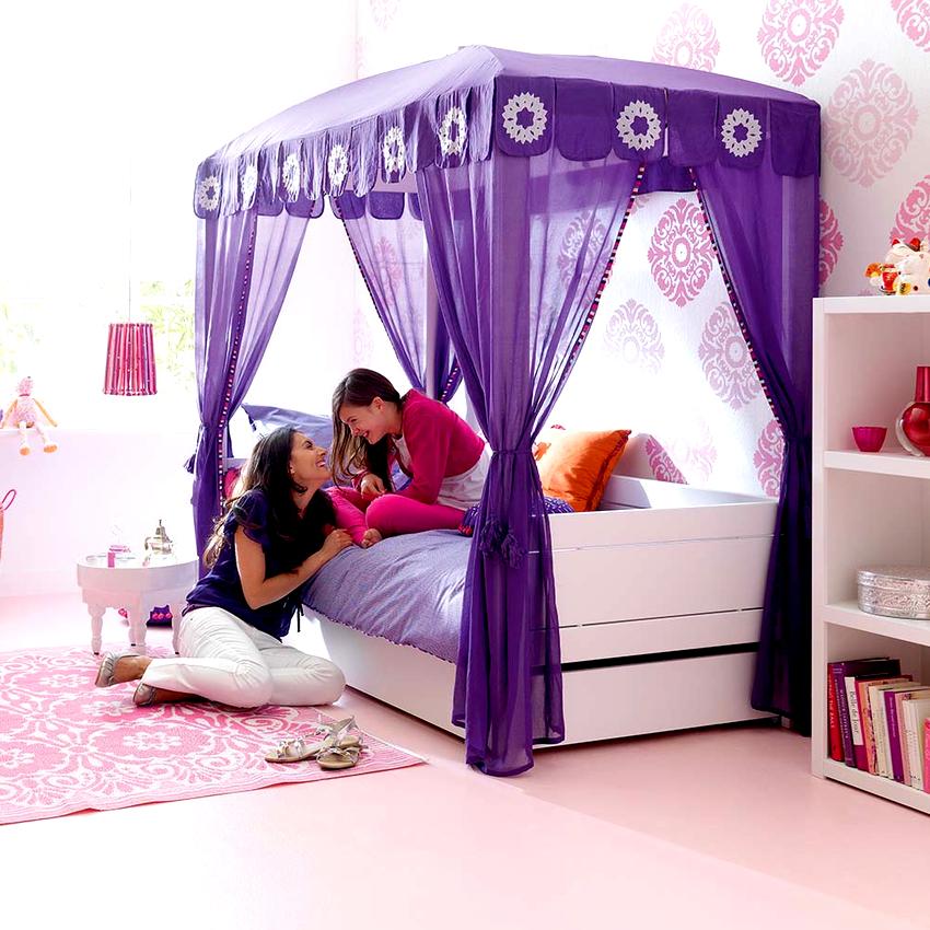 В детской комнате балдахин будет выполнять как декоративную, так и защитную функцию