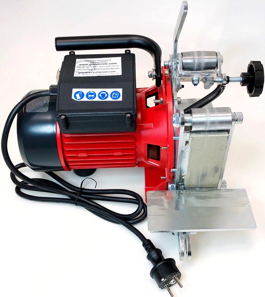 В первую очередь выбирать агрегат, необходимо исходя из размеров заготовок, которые будут на нем обрабатываться