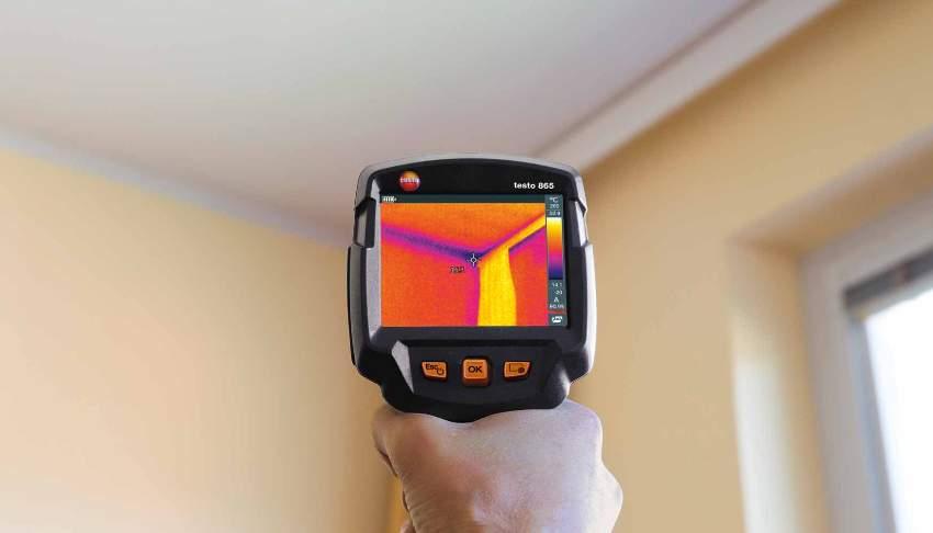 Заряд тепловизора Testo 865 осуществляется от батарейки, благодаря которой прибор может работать на протяжении нескольких часов