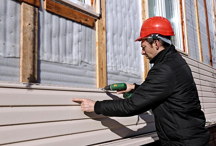 Обшивка дома снаружи способствует укреплению и утеплению задания