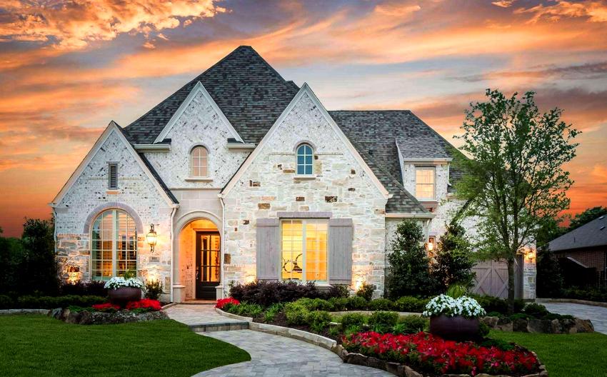 Отделка фасада дома натуральным камнем – самый дорогостоящий вариант