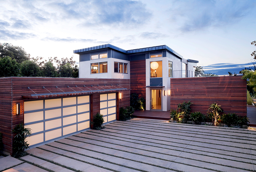 Для отделки домов используют виниловый, деревянный и алюминиевый сайдинг