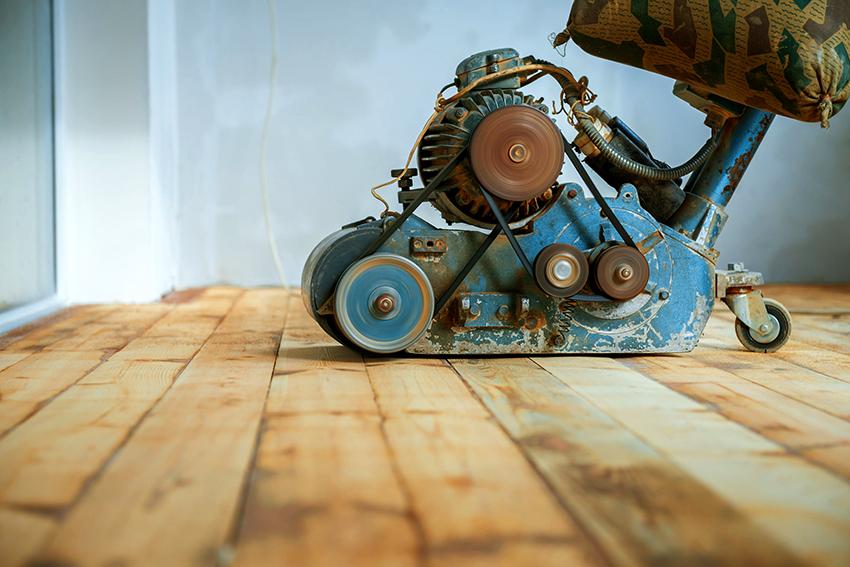 Намного быстрее и проще выполняется работа с применением циклевочной машины