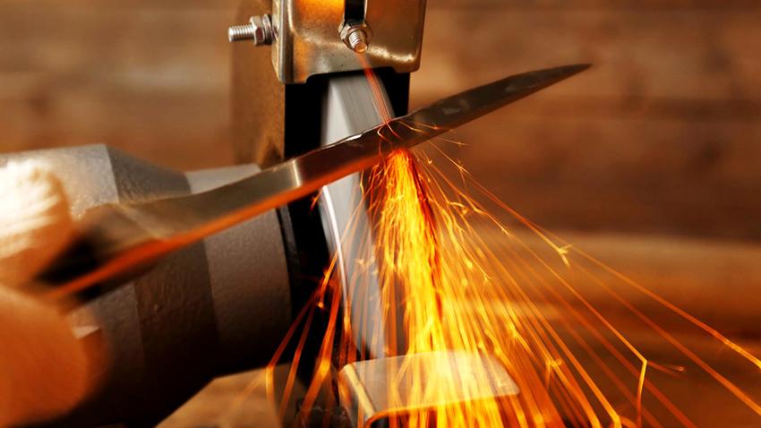 Механические точилки позволяют способны заточить нож в кратчайшие сроки