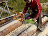 Для бензопилы можно приобрести специальные насадки или сделать с ее применением нужный инструмент