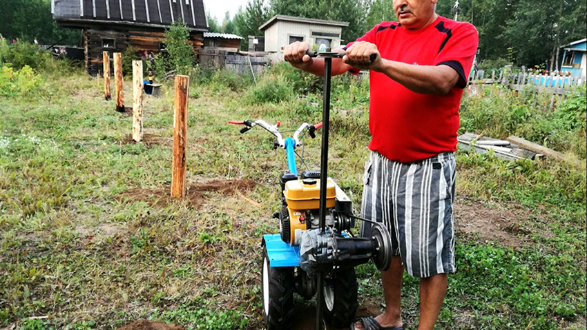 Буроям из бензопилы станет незаменимым помощников в хозяйстве