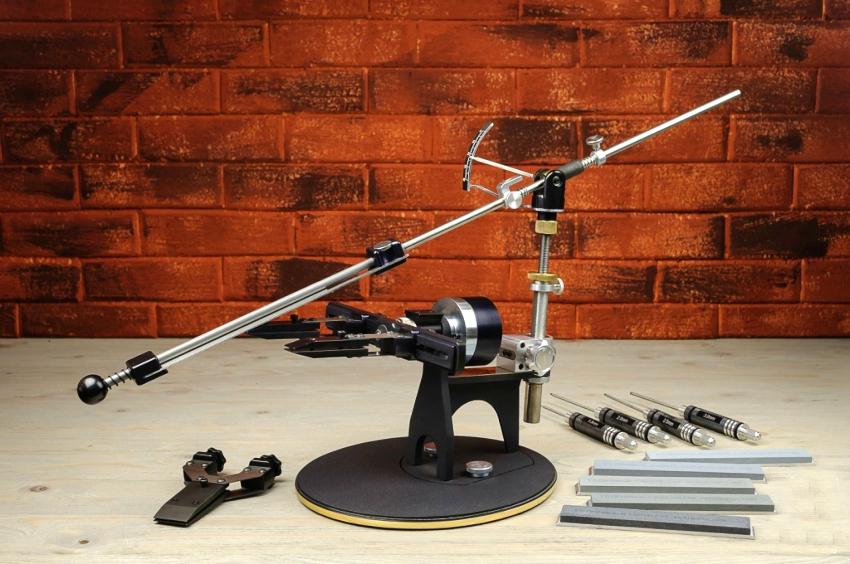 В комплекте модели «К03 Стандартная комплектация» есть все необходимые инструменты для заточки, правки и доводки ножей