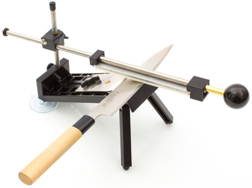 Среди большого разнообразия ручных станков для заточки ножей стоит выделить систему APEX Edge Pro