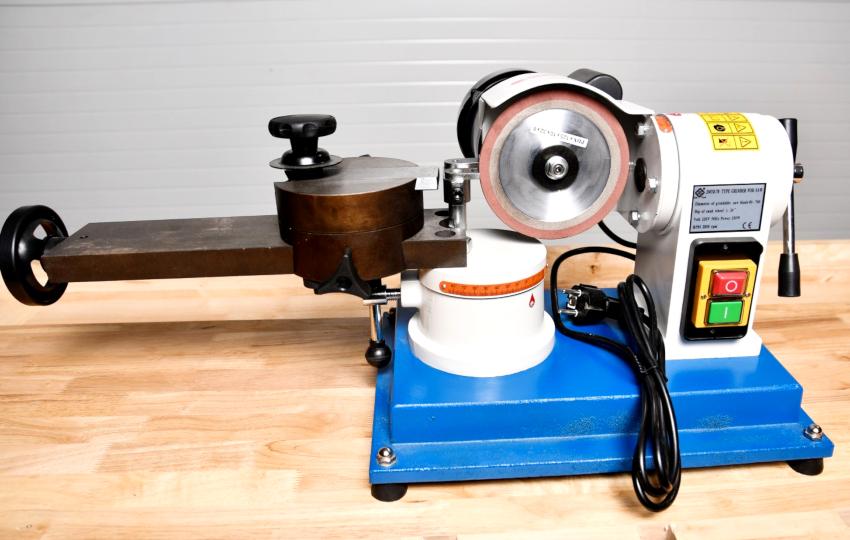 Одним из лучших станков для заточки считается прибор Tormek JMY8-70