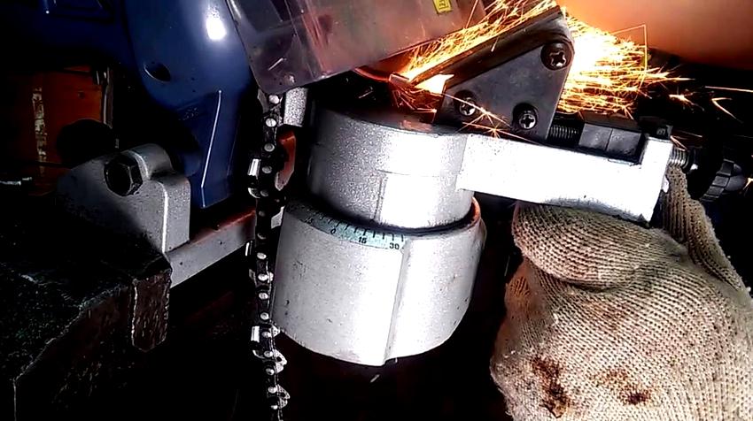 При самостоятельном изготовлении станка для заточки цепи в качестве станины можно использовать слесарные тиски