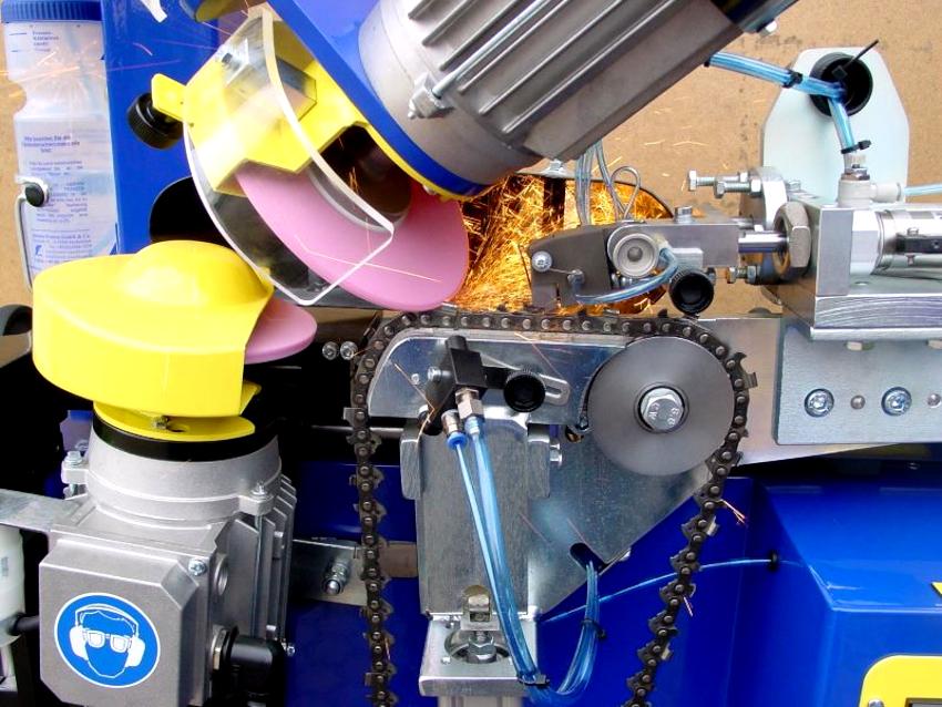 После установки цени на станок вручную, заточка происходит полностью в автоматическом режиме