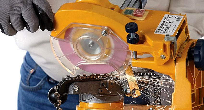 Выбирая станок для заточки цепей бензопил нужно обращать внимание на толщину, диаметр и скорость вращения диска