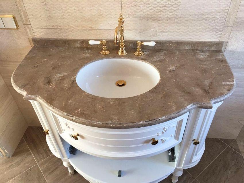 Столешница в ванной: интересный интерьер и дополнительная рабочая поверхность