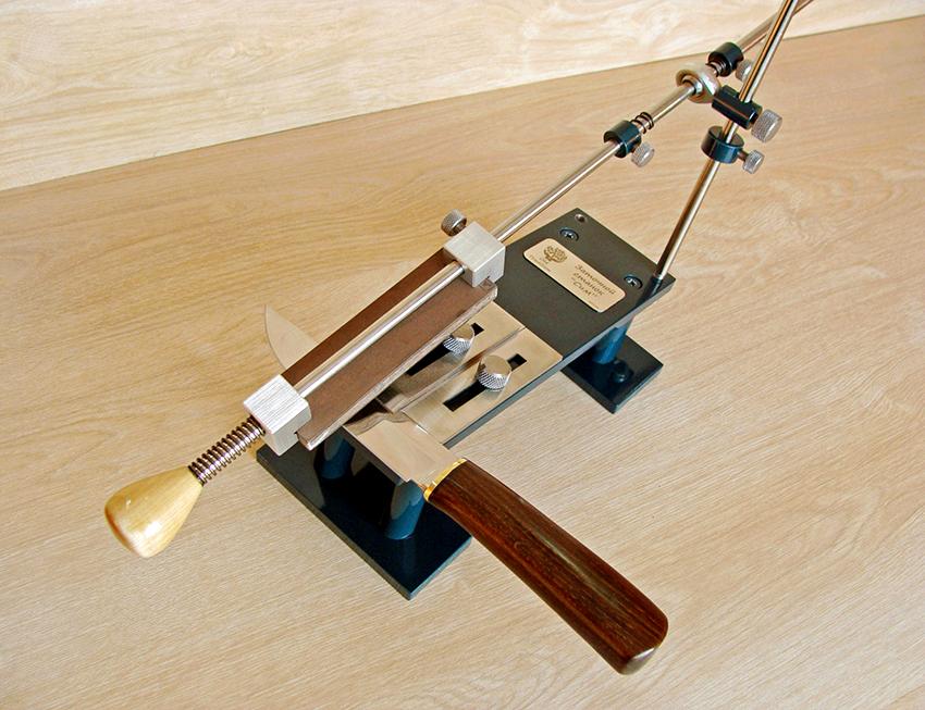Точилка, изготовленная своими руками, позволит постоянно содержать ножи в надлежащем виде