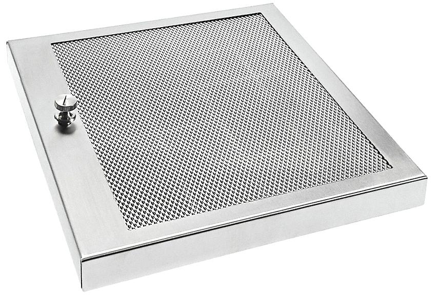 Некоторые конструкции кассет угольных фильтров предполагают возможность открытия корпуса и замену содержимого