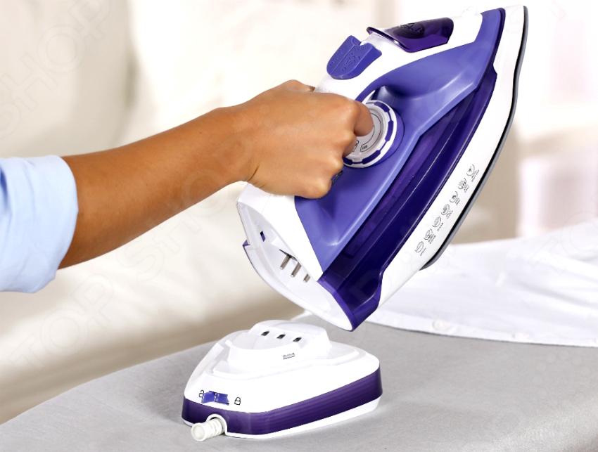 Беспроводным утюгом вряд ли получится качественно разгладить сильные заломы на одежде и отпарить плотную ткань