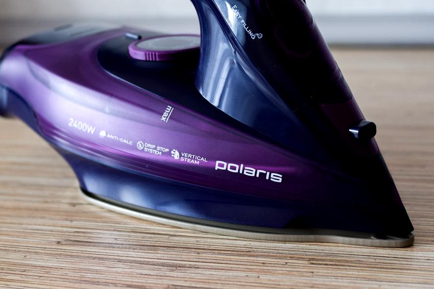 Беспроводной утюг Polaris PIR 2489K отличается высоким качеством сборки и интересным дизайном