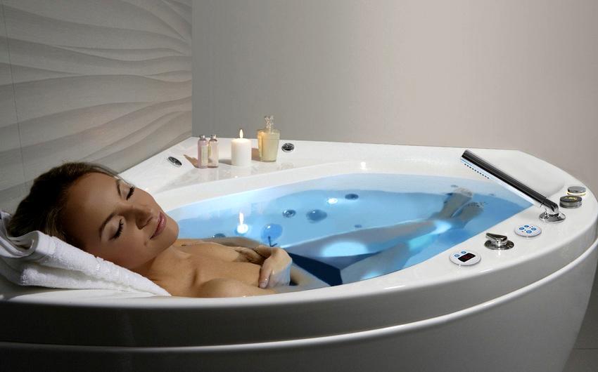 Преимущества стальных ванн с гидромассажем – это небольшой вес и низкая цена