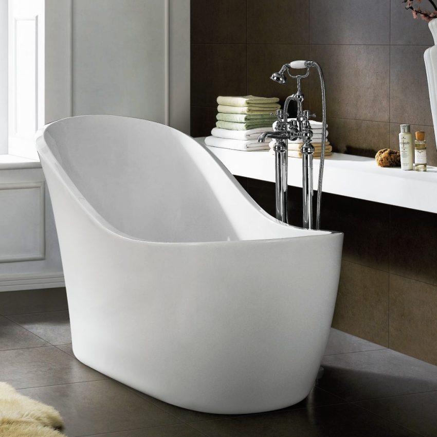 Выбрать удобное расположение для сидячей ванны гораздо сложнее, чем для полногабаритного изделия