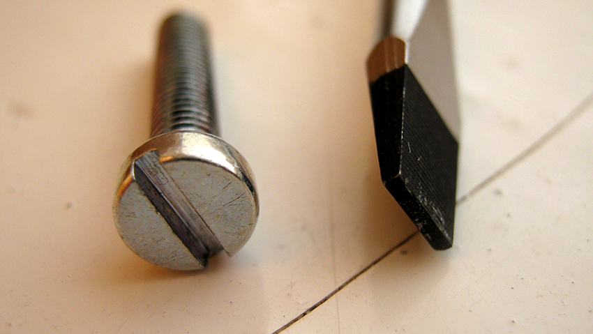 Бита под прямой шлиц – незаменимый инструмент для бытовых работ