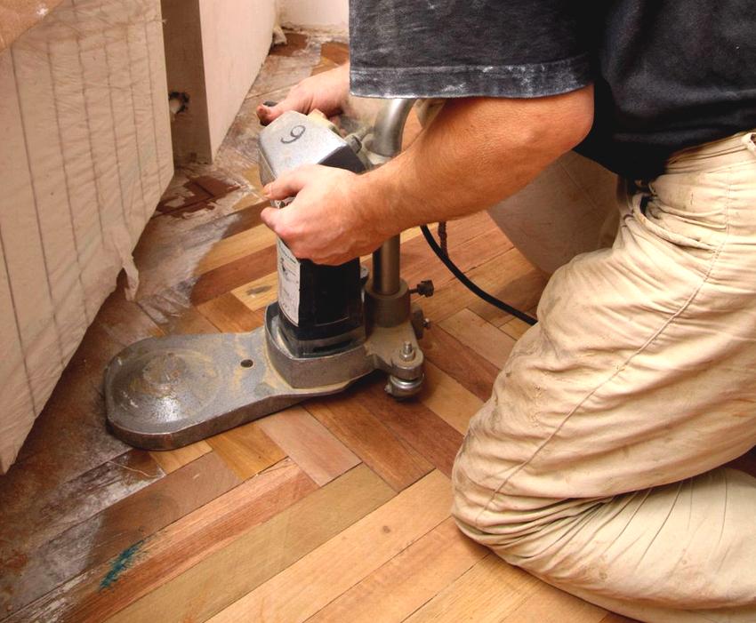 На стоимость работ также влияет вид древесины напольного покрытия