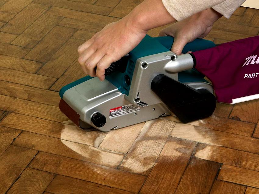 Проведение циклевки деревянного пола необходимо в случае появления повреждений механического происхождения