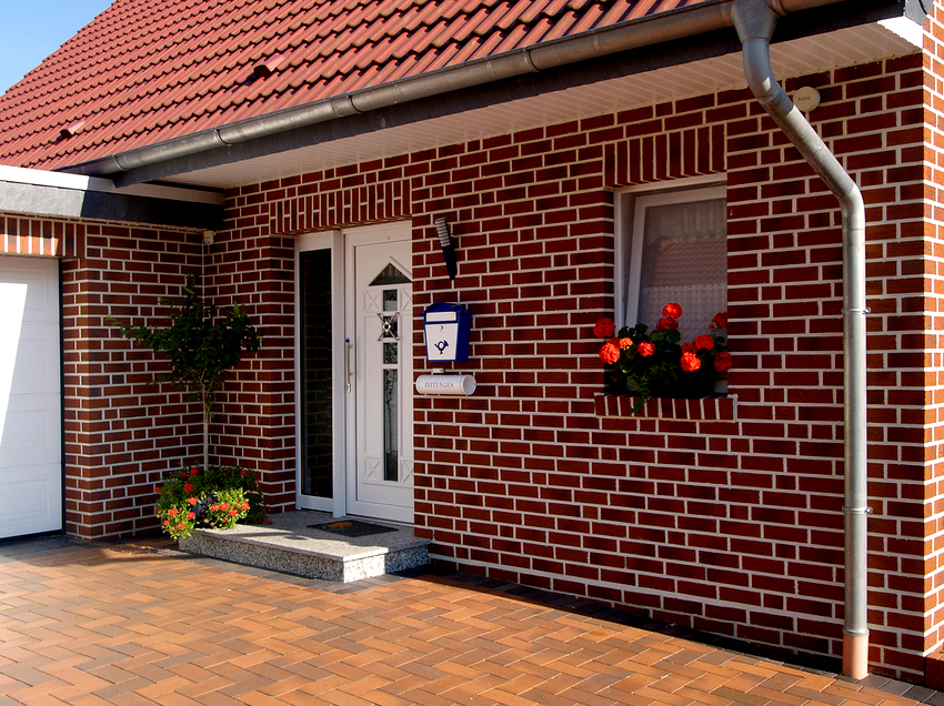 Фасадные панели под кирпич имеют продолжительный срок эксплуатации