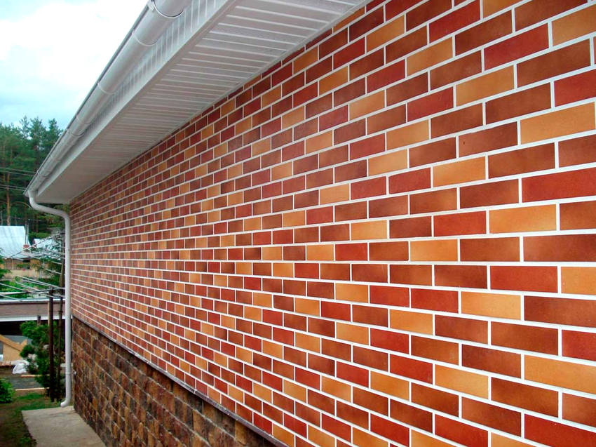 В зависимости от производителя, толщина фасадной панели под кирпич с утеплителем варьируется от 6 до 10 см