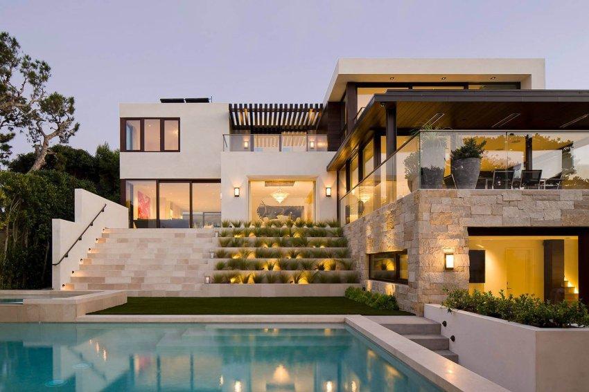 Фасад, выполненный из камня, обойдется дорого, но способен прослужить более 50 лет