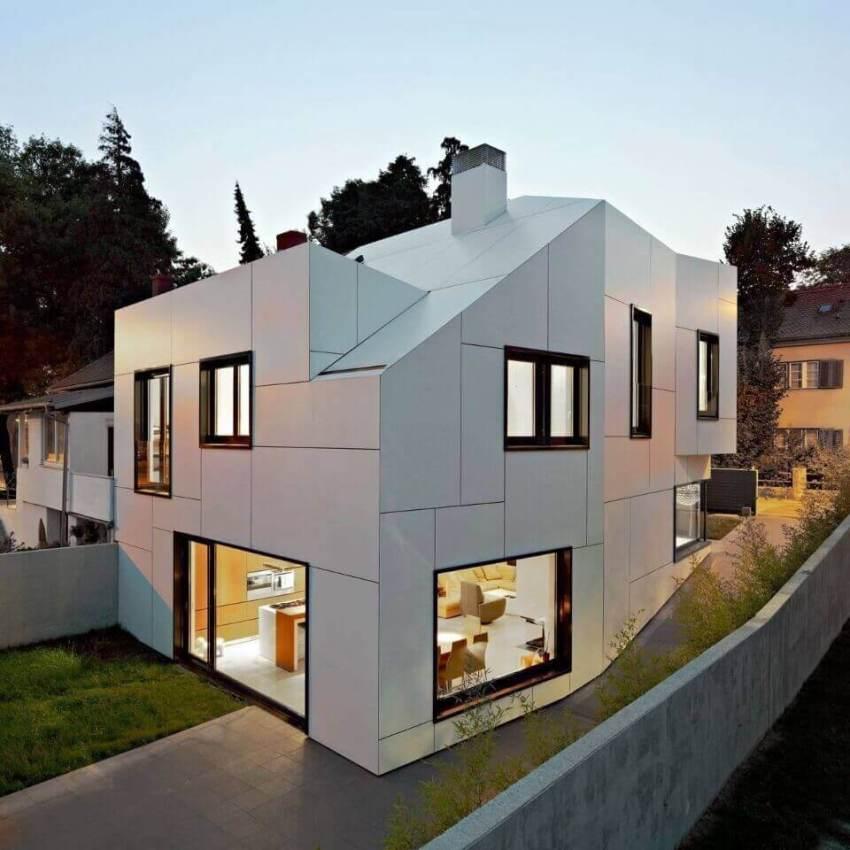 Для оформления фасадов часто используются натуральные материалы или аналоги, имитирующие природные текстуры