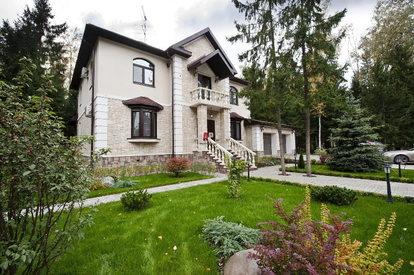 Фасады домов: красивое и надежное оформление зданий