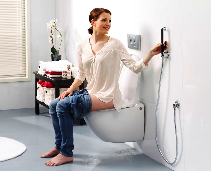 Устройство биде упрощает процедуру омывания, помогает поддерживать личную гигиену
