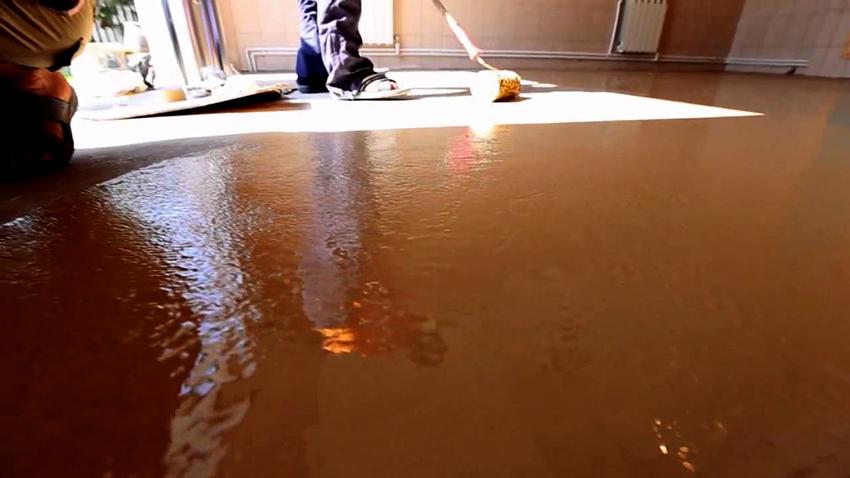 Для создания качественного покрытия краску необходимо наносить минимум в два слоя