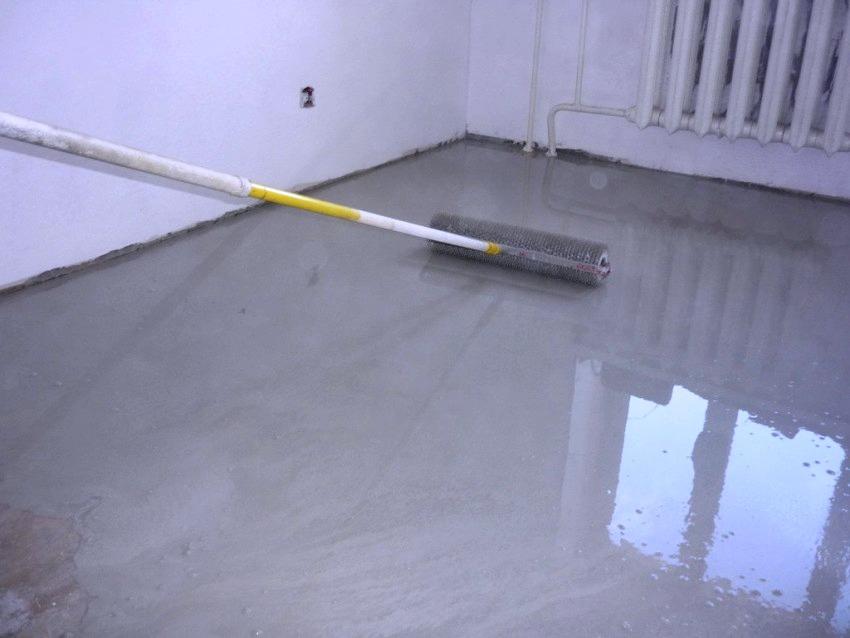 Лак наносится на полностью высохшую поверхность при помощи кистей или войлочных валиков