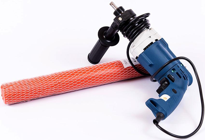 С помощью насадки-вибратора можно удалить из бетона лишний воздух