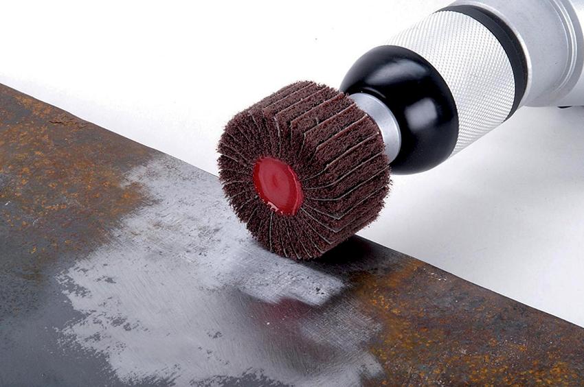 По типу материала полировальные насадки бывают: шлифовальные камни, наждачное полотно, насадки из мягких материалов