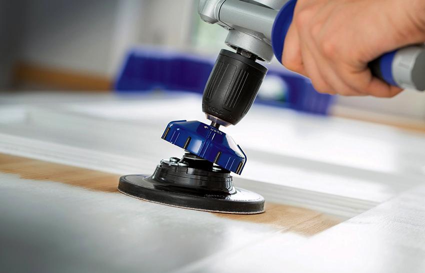 С помощью тарелочной насадки удобно обрабатывать поверхность под разными углами