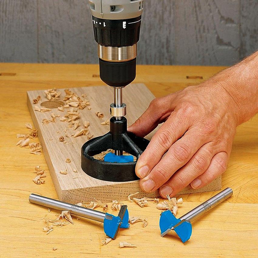 Сверло Форстнера на дрель подходит для создания маленьких и средних отверстий в древесине